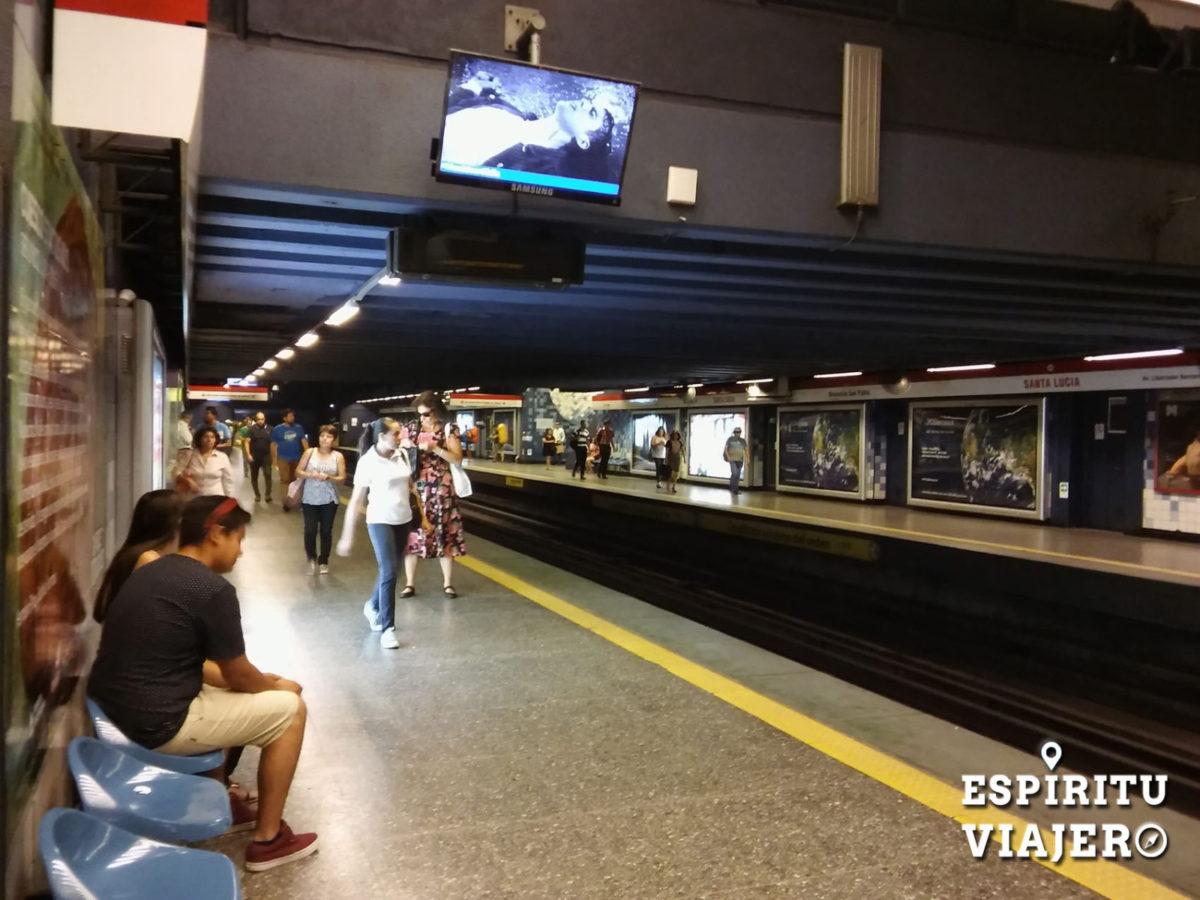 Metro Santiago Santa Lucia