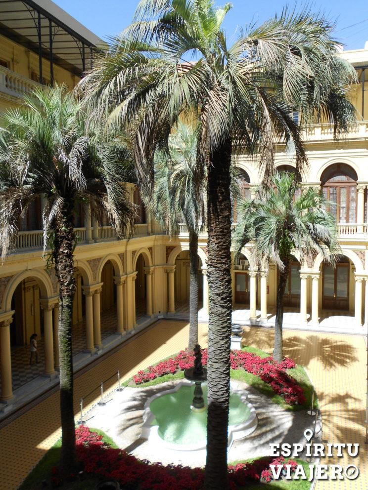 Patio de palmeras Casa Rosada Buenos Aires