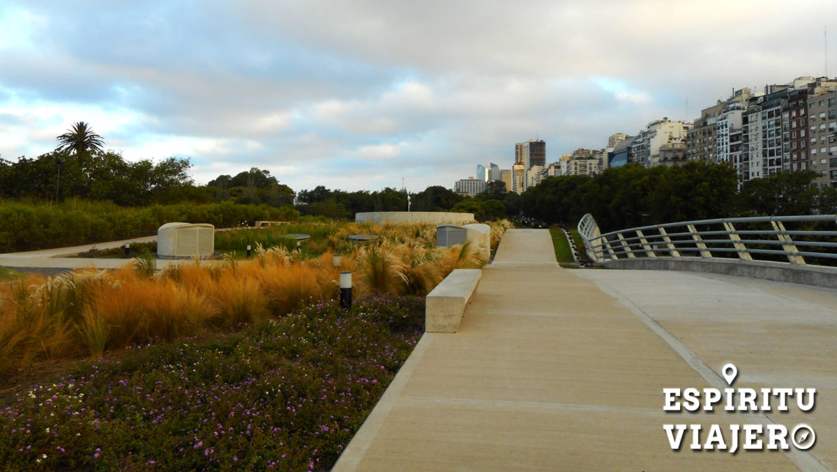 Qu ver y hacer en recoleta un barrio imperdible de for Cementerio parque jardin del sol pilar